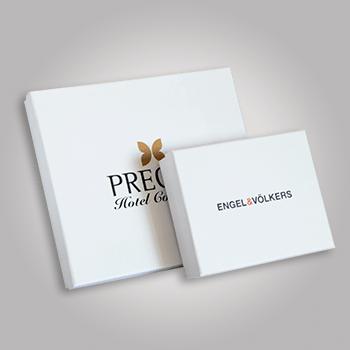 Dwa białe pudełka eleganckie