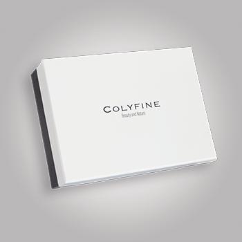 Pudełko białe z czarnym logo